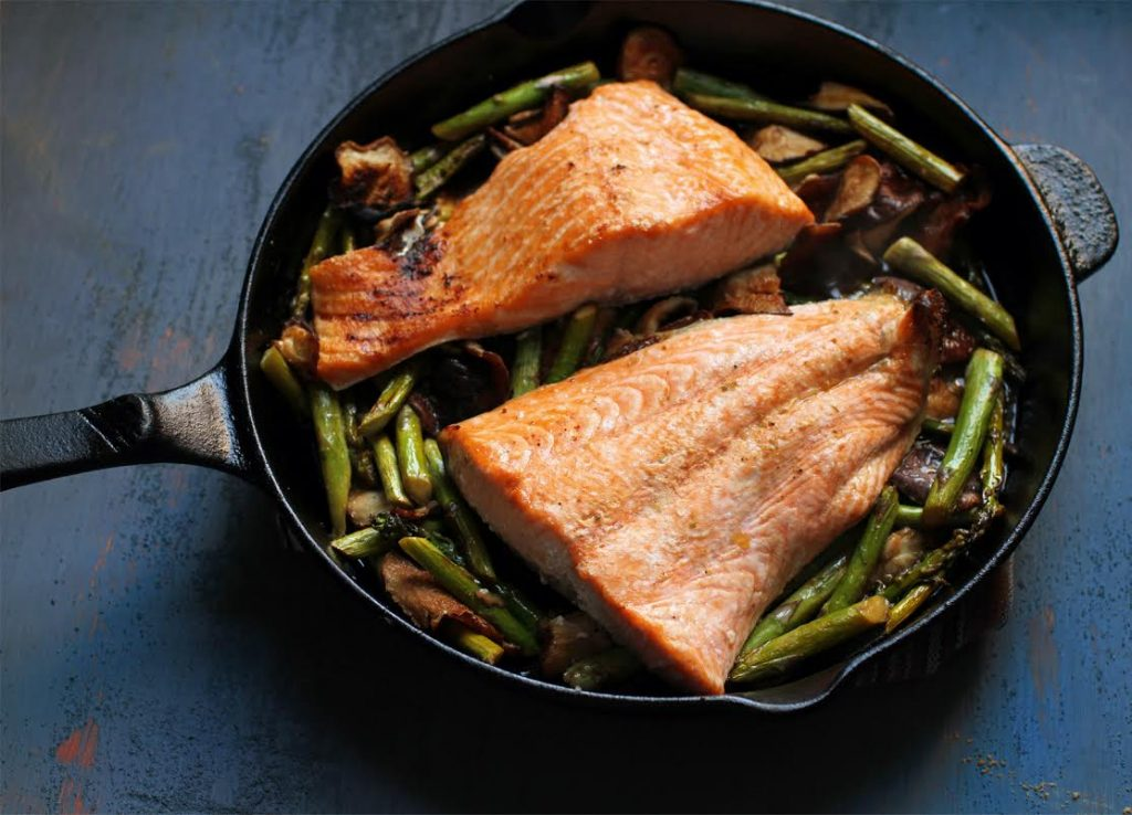 A detailed guide on how to cook salmon in the oven in impressive styles!