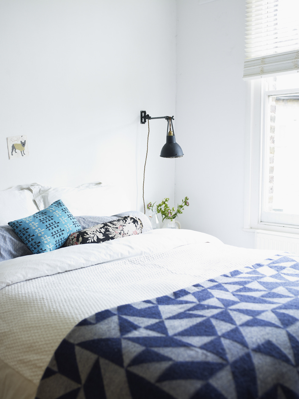 6 Useful Tips to Upgrade & De-clutter Your Bedroom Space