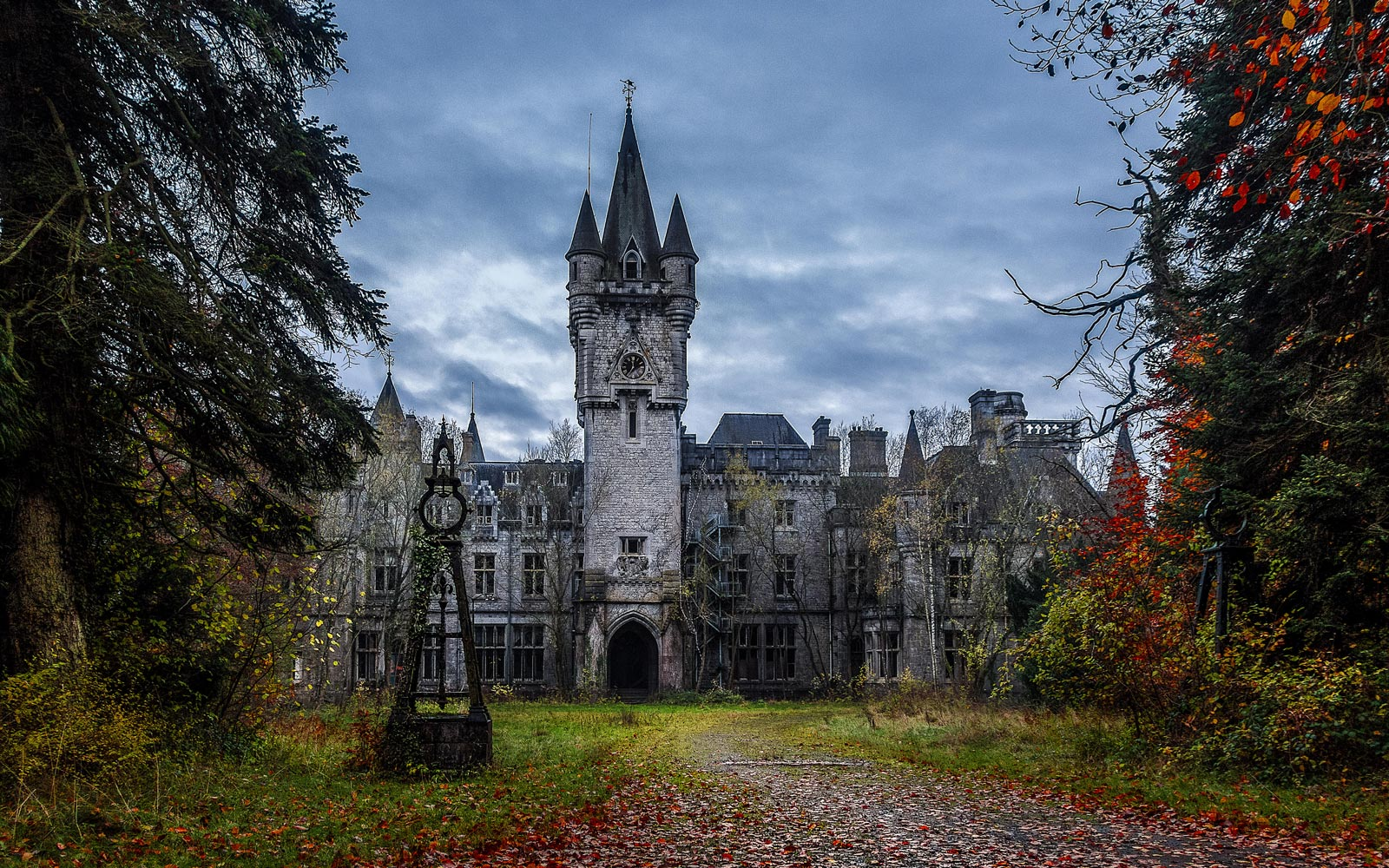 7 Of The Most Haunted Locations In Europe That Are Well Worth A Visit