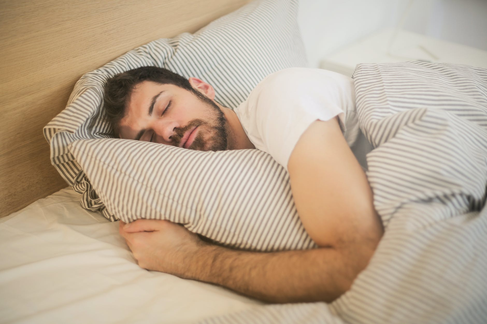 How to Sleep Better to Feel Fresh and Healthy Every Morning?