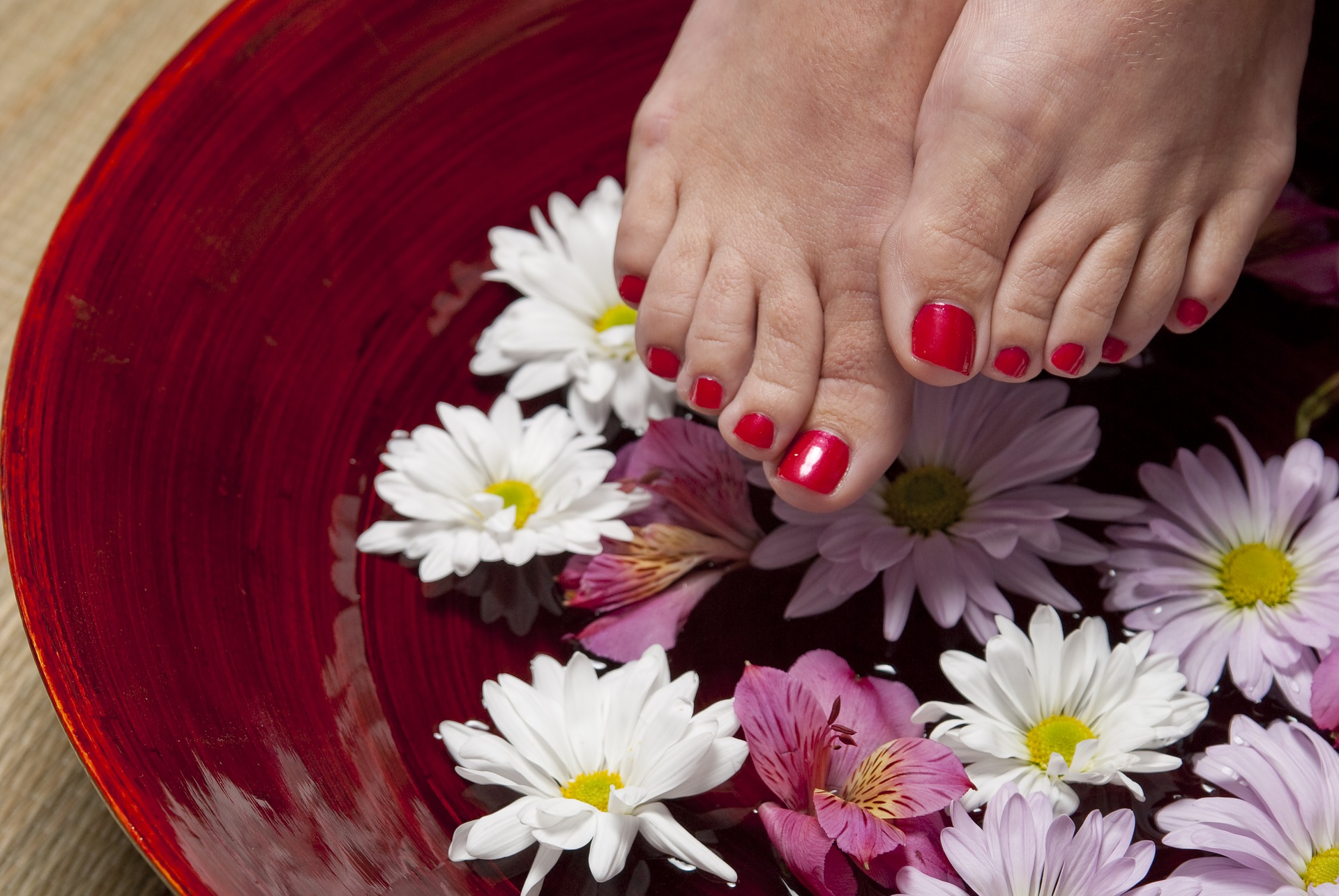 Step by Step Guide to DIY Pedicure at Home in Easy Steps