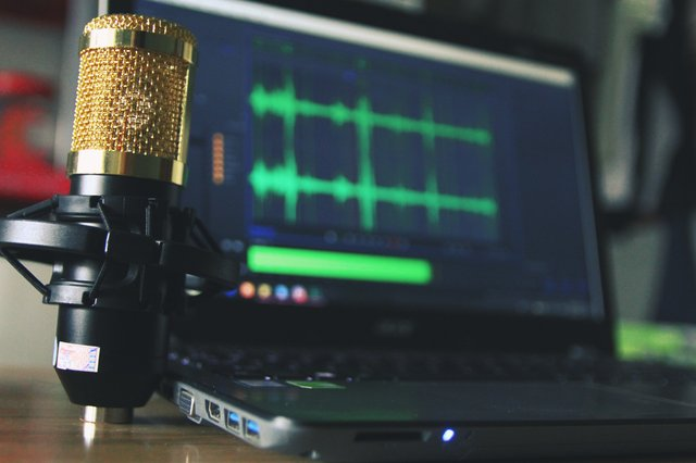 Hands-free Declamations: 4 Bluetooth Microphones For Public Speaking